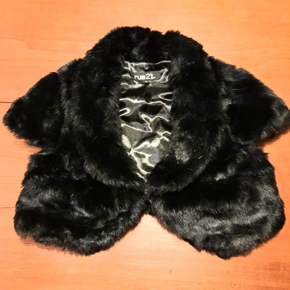 Black Faux Fur Shrug M Rue21 Black Fur Bolero